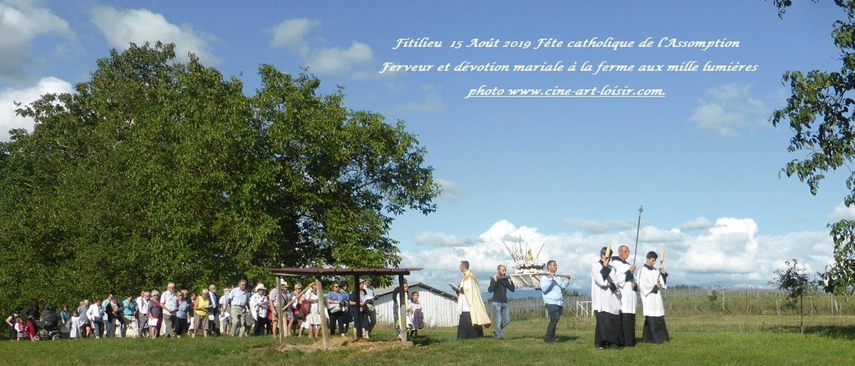 Dévotion mariale procession du 15 août à la ferme aux mille lumières